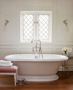 Tub + diamond windows