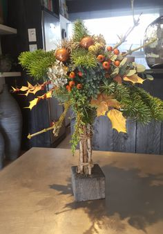Bloemschikkenroosendaal – Workshops in Roosendaal Creative Flower Arrangements, Cozy Backyard, Christmas Greenery, Nature Crafts, Craft Videos, Seasonal Decor, Holiday Crafts, Ladder Decor, Workshop