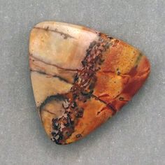 Picasso Jasper is also believed to promote the development of creativity and to bring strength and self-discipline. It is thought to bring calm to difficult situations and to encourage us to relax and enjoy life.