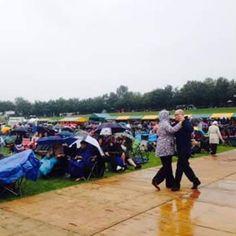 #twinwoodfestival2015 #twinwoodfestival #twinwood #vintagestyle #vintagefashion #vintagelook #fortiesfashion #fortiesstyle #fiftiesfashion #fiftiesstyle #vintagelover a bit of rain never hurt #proudtobebritish - only the Brit can do this