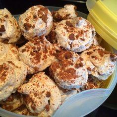 Speculaas schuim (meringues). Leuk om zelf te maken.