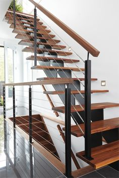Rustic Stairs, Modern Stairs, Wooden Staircases, Stairways, Open Trap, Stair Railing Design, My Ideal Home, Interior Stairs, House Stairs