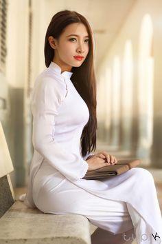 Ao Dai, Vietnamese Clothing, Vietnamese Dress, Vietnamese Traditional Dress, Traditional Dresses, Asian Woman, Beauty Women, Asian Beauty, Desi