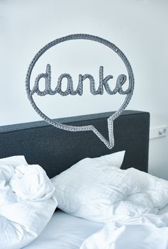 """Powerword: Sprechblase """"danke"""". Mit diesem Accessoire verändert sich die Atmosphäre im Raum. Versprochen. Gesehen auf www.trendbezirk.com"""