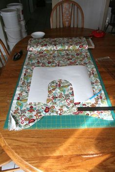 Rice Shoulder Heating Pad making this fo sho Diy Projects To Try, Crafts To Make, Fun Crafts, Fabric Crafts, Sewing Crafts, Sewing Projects, Rice Heating Bags, Heating Pads, Homemade Gifts