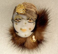 Lady Head Face Pin Lady Face, Woman Face, Project Ideas, Art Projects, Rings N Things, Head Pins, Fur Trim, Vintage Costumes, Veronica