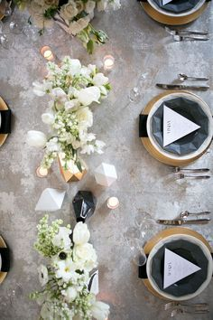 We're totally crushing onthis edgy + modernwedding shoot.So much, actually, thatwe're thinking of redecorating the diningroomto look just like it!An