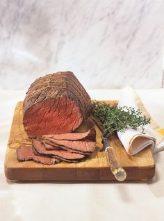 Ricardo& Recipe : Easy and Inexpensive Roast Beef Roast Beef Cuts, Beef Pot Roast, Pork Roast Recipes, Meat Recipes, Diner Recipes, Entree Recipes, Budget Recipes, English Roast, Onions