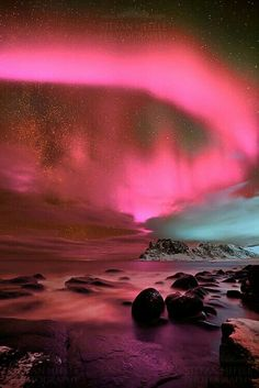 Under the night sky Wonders of Nature. Aurora Borealis over Volcano, Iceland Milky Way Over Siberia Under the night sky - Celestial Fire. All Nature, Science And Nature, Amazing Nature, Beautiful Sky, Beautiful World, Beautiful Places, House Beautiful, To Infinity And Beyond, Pretty Pictures