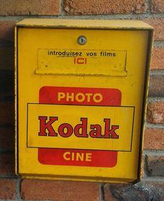 Old Cameras, Vintage Cameras, Kodak Logo, Vending Machines In Japan, Lomography, Photography Camera, Coffee Art, Oscars, Wall Collage