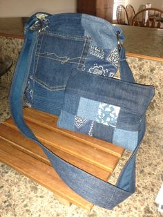 Tote and matching purse.