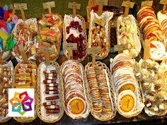 MICHOACÁN MÁGICO  te dice.En Morelia existe la tradición de realizar dulces con recetas secretas que se preparan desde la época prehispánica, en el centro de Morelia hay dos casas dedicadas a esta dulce tradición, el museo de dulce y el mercado de dulces. http://www.hoteldelfinplayaazul.com