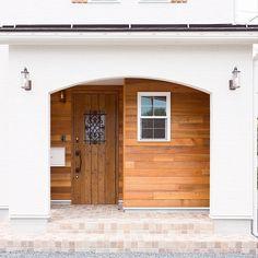 のアーチ壁/ナチュラル/福井建設/レッドシダー/平田タイル ピエドゥラ/リクシルの玄関ドア…などについてのインテリア実例を紹介。「アーチの入り口をくぐり、ポーチの中の外壁にレッドシダーを張った、ナチュラルでカッコ良い玄関です☆」(この写真は 2016-07-28 17:32:09 に共有されました) Tile Art, Home Recipes, Beautiful Space, Finland, Facade, Garage Doors, Sweet Home, Entryway, Shed