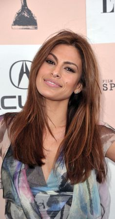 Eva Mendes caramel and auburn hair Brown Hair Olive Skin, Haircolor For Olive Skin, Hair Color For Brown Eyes, Hair Color Auburn, Auburn Hair, Red Hair Color, Light Brown Hair, Cool Hair Color, Olive Skin Makeup