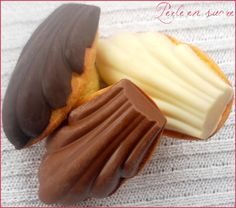 Madeleines sur coque en chocolat - Perle en sucre - New Ideas Madeleine Recipe, Cookie Recipes, Dessert Recipes, Desserts With Biscuits, Food Tags, Eat Dessert First, I Love Food, Sweet Recipes, Food And Drink
