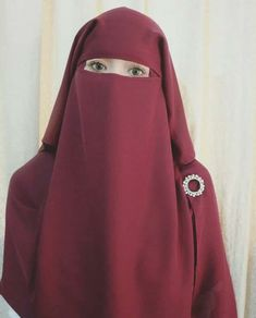Red Niqabi with lovely pin