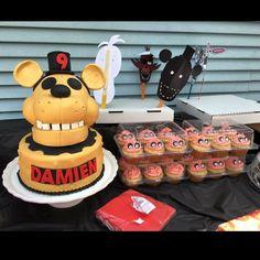 Five nights at freddys birthday cake golden Freddy fnaf & Carl cupcakes
