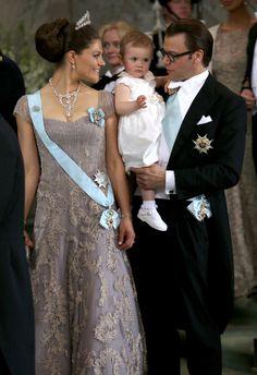 Princess Victoria and Princess Estelle of Sweden - The Wedding Of Princess Madeleine & Christopher O'Neill Such a look!  :o)
