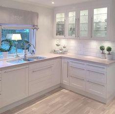 White kitchen Source by janetlwp Kitchen Cabinets Decor, Ikea Kitchen, Home Decor Kitchen, Kitchen Flooring, Home Kitchens, Glass Cabinets, Kitchen White, Modern Kitchen Design, Interior Design Kitchen