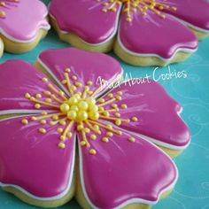 Cookies Fondant, Cookies Cupcake, Flower Sugar Cookies, Fancy Cookies, Cookie Icing, Iced Cookies, Easter Cookies, Royal Icing Cookies, Sugar Cookies Recipe