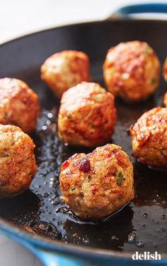 Garlic Butter Turkey Meatballs healthy dinner HEAVEN Get the recipe at Turkey Recipes, Meat Recipes, Healthy Dinner Recipes, Cooking Recipes, Clean Eating Snacks, Healthy Eating, Albondigas, Turkey Meatballs, Roasted Turkey