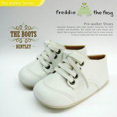 #Sepatu freddie the frog (Bentley boots) ~ 90ribu. Ukuran Sol : No. 3 = 11 cm (untuk umur sekitar 0-6 bulan-) No. 4 = 11.5 cm (Sekitar 6-9bulan-) No. 5 = 12 cm (Sekitar 9bln-1 tahun-)
