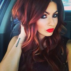 <3 the hair color