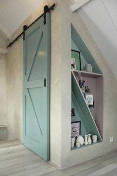 Schuifdeurkast onder schuin dak maken | Pinterest | Attic, Doors and ...