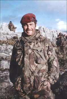 British paratrooper, The falklands war British Royal Marines, British Armed Forces, British Army, Ride Of The Valkyries, Military Beret, Marine Commandos, Parachute Regiment, British Uniforms, Falklands War