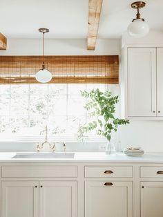 SW Shoji White on cabinets and Snowbound on walls Beige Kitchen Cabinets, Off White Cabinets, Kitchen Cabinet Colors, Painting Kitchen Cabinets, Kitchen Paint, Kitchen Colors, Kitchen Design, Kitchen Walls, Kitchen Ideas