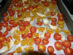 Slow roasted cherry tomatoes. YUM. (http://pinterest.com/pin/132011832798068797/)
