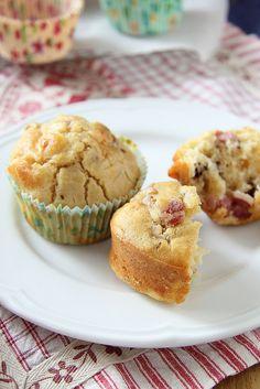 Ricetta dei muffin con pancetta, noci e parmigiano reggiano