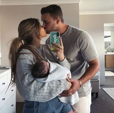 I cant wait to have a cute family with Gabriel 🥰 Pregnancy Announcement, Pregnancy Early Cute Family, Baby Family, Family Goals, Pregnancy Goals, Pregnancy Photos, Pregnancy Timeline, Pregnancy Memes, Pregnancy Belly, Pregnancy Labor