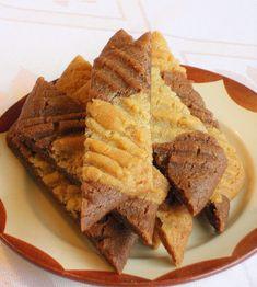 Doften i köket när dessa kommer ut från ugnen är oslagbar! 100g Smör, rumstempererad 1 dl Strösocker 2 msk Ljus sirap 2 1/4 dl Vetemjöl 1/2 tsk Bikarbonat 1 tsk Vaniljsocker 1 tsk Malen ingefära 2 tsk Kakao Finrivet skal från 1 apelsin Vispa smör, strösocker och sirap krämigt. Blanda vetemjöl, bikarbonat, vaniljsocker och malen…