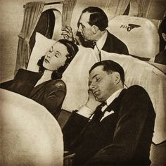 Vivien Leigh & Lawrence Olivier asleep on a pale. Classical actors are the best aren't they?
