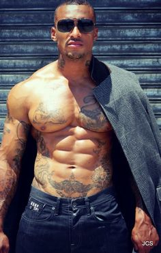 Hige Ripped Chest & Abs with Bad-Boy Tats- David McIntosh