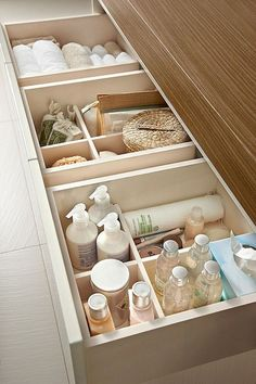 bathroom storage ideas - Re-organize your towels and toiletries during your next round of spring cleaning. Check out some of the best small bathroom storage ideas for Diy Bathroom Decor, Bathroom Interior Design, Bathroom Furniture, Small Bathroom, Bathroom Ideas, Furniture Storage, Diy Furniture, Peach Bathroom, Small Bathtub