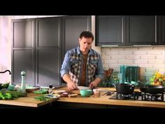 Széll Tamás - Burgonyás lángos tejfölös túróval és pirított szalonnával - YouTube