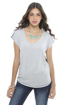 V-neck top en color neutral... <3