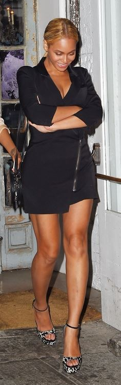 Who made  Beyonce Knowles' leopard print sandals and black dress?