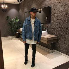 6,729 vind-ik-leuks, 100 reacties - Luca Gilliot (@lucagilliot) op Instagram: 'Man in the mirror #LucaLike' future bathroom goals Bathroom Goals, Justin Bieber, Beautiful Men, Future, Mirror, Denim, Jackets, Instagram, Fashion