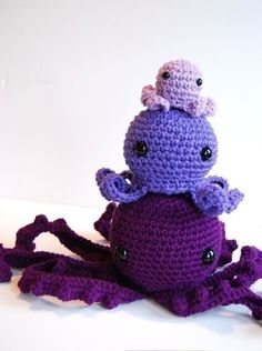 This is a listing for my 3 different sizes of Octopi..Small, medium and large. The small and medium patterns are very easy- the large one is a