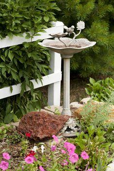 современные-птица-ванна-металлический Metal Bird Bath, Metal Birds, Modern Bird Baths, Bath Paint, Small Backyard Gardens, Kinds Of Birds, Bird Perch, Garden Fountains, Front Yard Landscaping