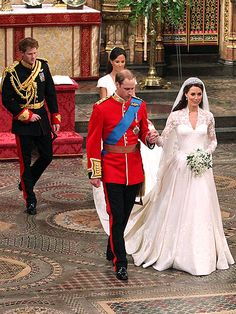 Royal Lookalikes Of Prince Harry And Pippa Middleton In A Small Park Square Central London Pinterest Harr