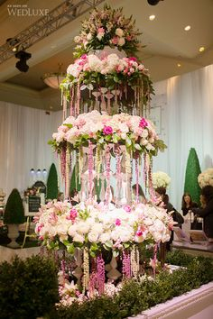 Design inspiration/  Floral fountain/Via:   WedLuxe Wedding Show 2014, photo by Corina ♥