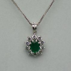 Pandantiv de aur alb cu smarald si diamante #diamante #smaralde #pandantiveauralb #pandantivesmaralde  #pandantivediamante #emeraldspendants #emeralds #diamonds #diamondspendants