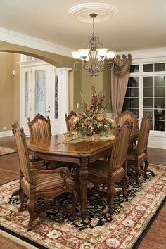 This is my all time dream for a traditional dining room area! Love it! dining room design 19 Magnificent Design Ideas of Classy Traditional Dining Rooms Dining Room Paint, Dining Room Sets, Dining Room Design, Dining Room Table, Kitchen Dining, Table 19, Oak Table, Patio Dining, Traditional Dining Room Furniture