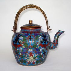Chinese cloisonné teapot, Qing dynasty, 19th century.