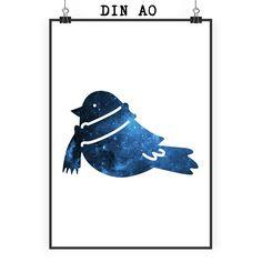 Poster DIN A0 Wintervogel mit Schal aus Papier 160 Gramm  weiß - Das Original von Mr. & Mrs. Panda.  Jedes wunderschöne Motiv auf unseren Postern aus dem Hause Mr. & Mrs. Panda wird mit viel Liebe von Mrs. Panda handgezeichnet und entworfen.  Unsere Poster werden mit sehr hochwertigen Tinten gedruckt und sind 40 Jahre UV-Lichtbeständig und auch für Kinderzimmer absolut unbedenklich. Dein Poster wird sicher verpackt per Post geliefert.    Über unser Motiv Wintervogel mit Schal  Was wäre die…