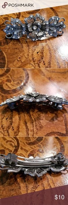 Pretty Flower Barrette Metal with Rhinestones 💙 Closet Clear Out 1 Day Price Drop!!  Metal flower Barrette with rhinestones. Price is negotiable!  Please ask all questions before purchasing.  Bundle with 2+ other items in this section of my closet to get all items for $7 each. All included items have 💙 in title. Accessories Hair Accessories